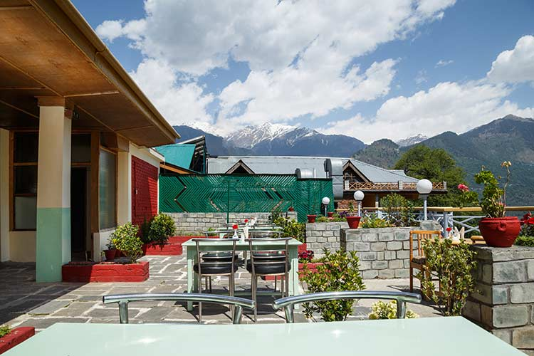 Rooftop restaurant at Naggar Delight and Himalayas view