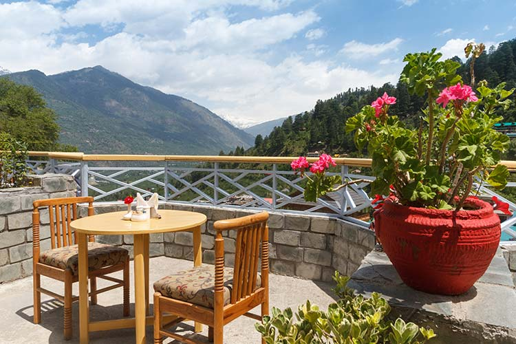 Rooftop restaurant in Naggar Delight and Himalayas view