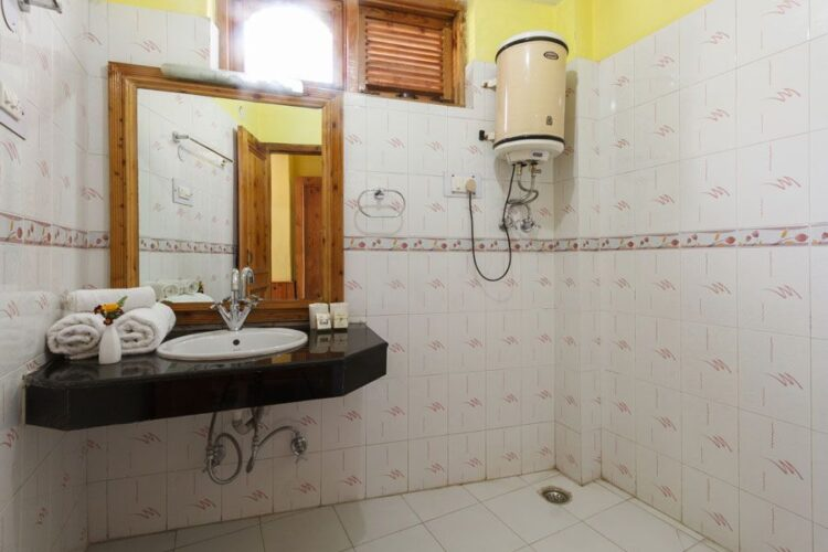 Hotel Naggar Delight with attached bathroom